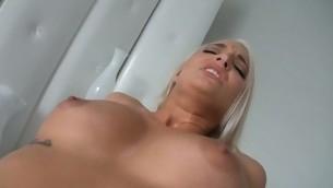tenåring blowjob blonde barbert fitte