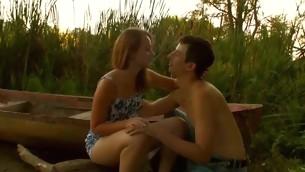 tenåring kyssing hardcore utendørs