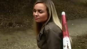 tenåring babe blonde naturlige pupper
