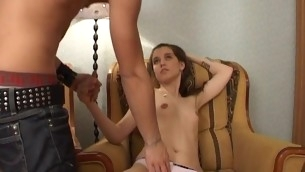 tenåring blowjob doggystyle brunette